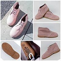 Универсальные модные замшевые ботинки дезерты пудрового цвета