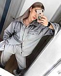 Жіночий осінній костюм двійка з брюками і сорочкою сірий бежевий синій електрик чорний 42-44 46-48 замш, фото 2