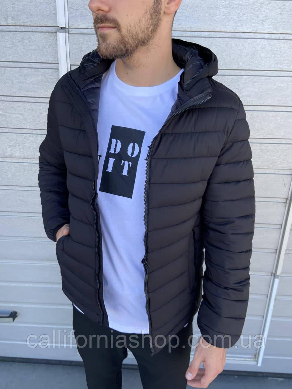 Куртка чоловіча чорна коротка стеганая з капюшоном