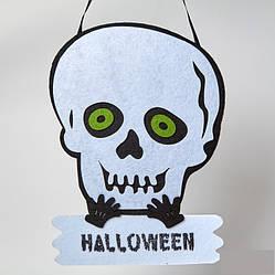 Фетровая подвеска череп