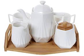 Чайний фарфоровий набір на бамбуковому підносі: чайник, молочник,цукорниця і дві кружки (289-347)