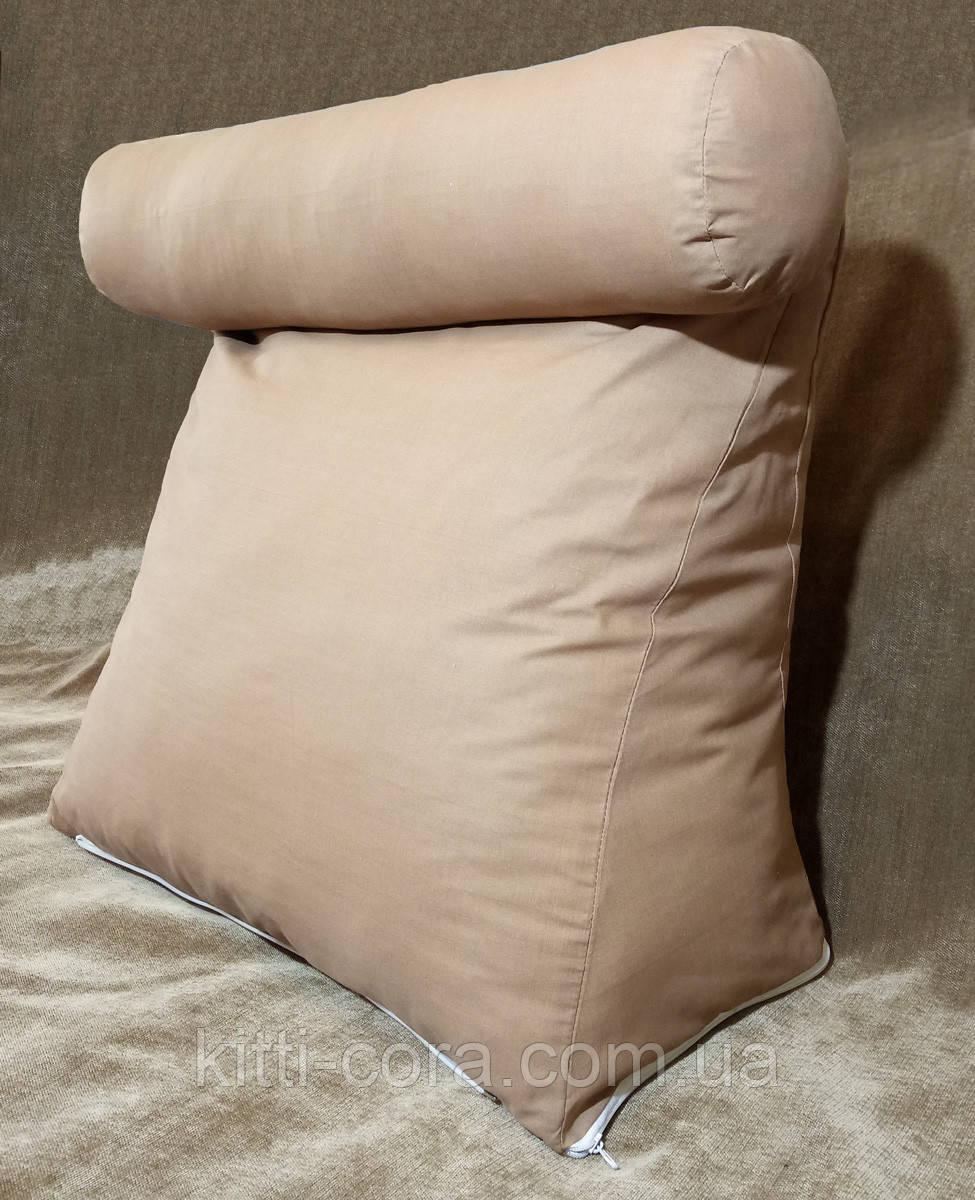 Треугольная подушка с валиком под шею с наволочкой в комплекте.