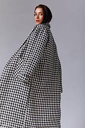 Чорно-біле пальто в гусячу лапку
