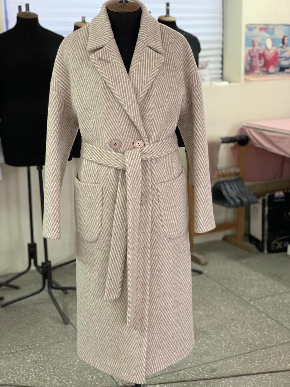 Пальто с накладными карманами елочка бежевое