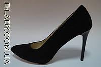 Классические черные туфли на шпильке из натуральной замши