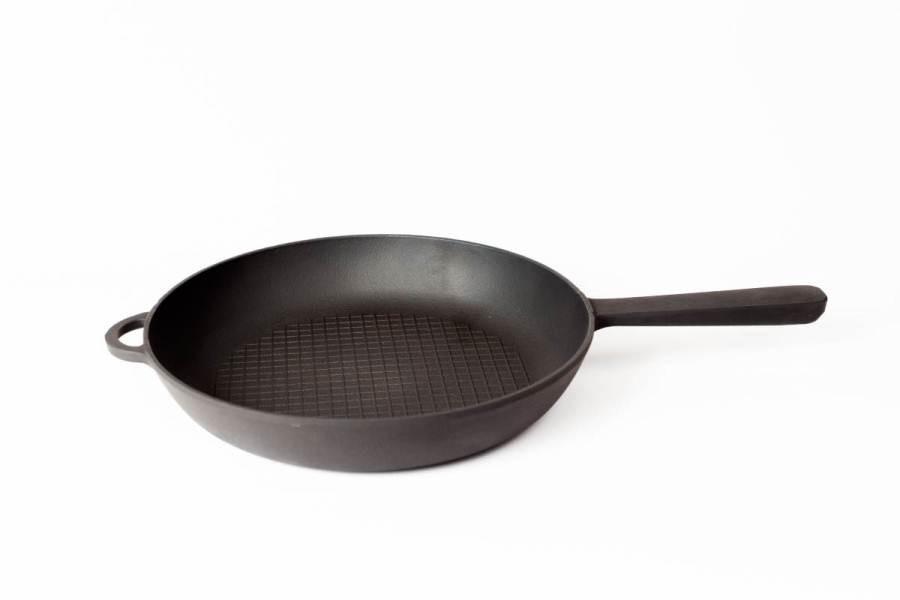 Сковорода чугунная  с рифлённым дном и литой металлической ручкой, d=240мм, h=40мм
