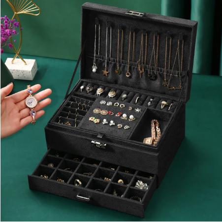Оксамитова скринька органайзер з замком для ювелірних виробів