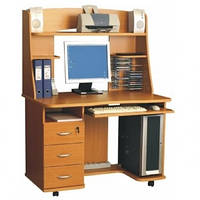Прямой компьютерный стол с надстройкой КАРМЕ