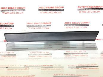 Накладка двері нижня Nissan Rouge / X-TRAIL 14 задня права 82076-4BA0A