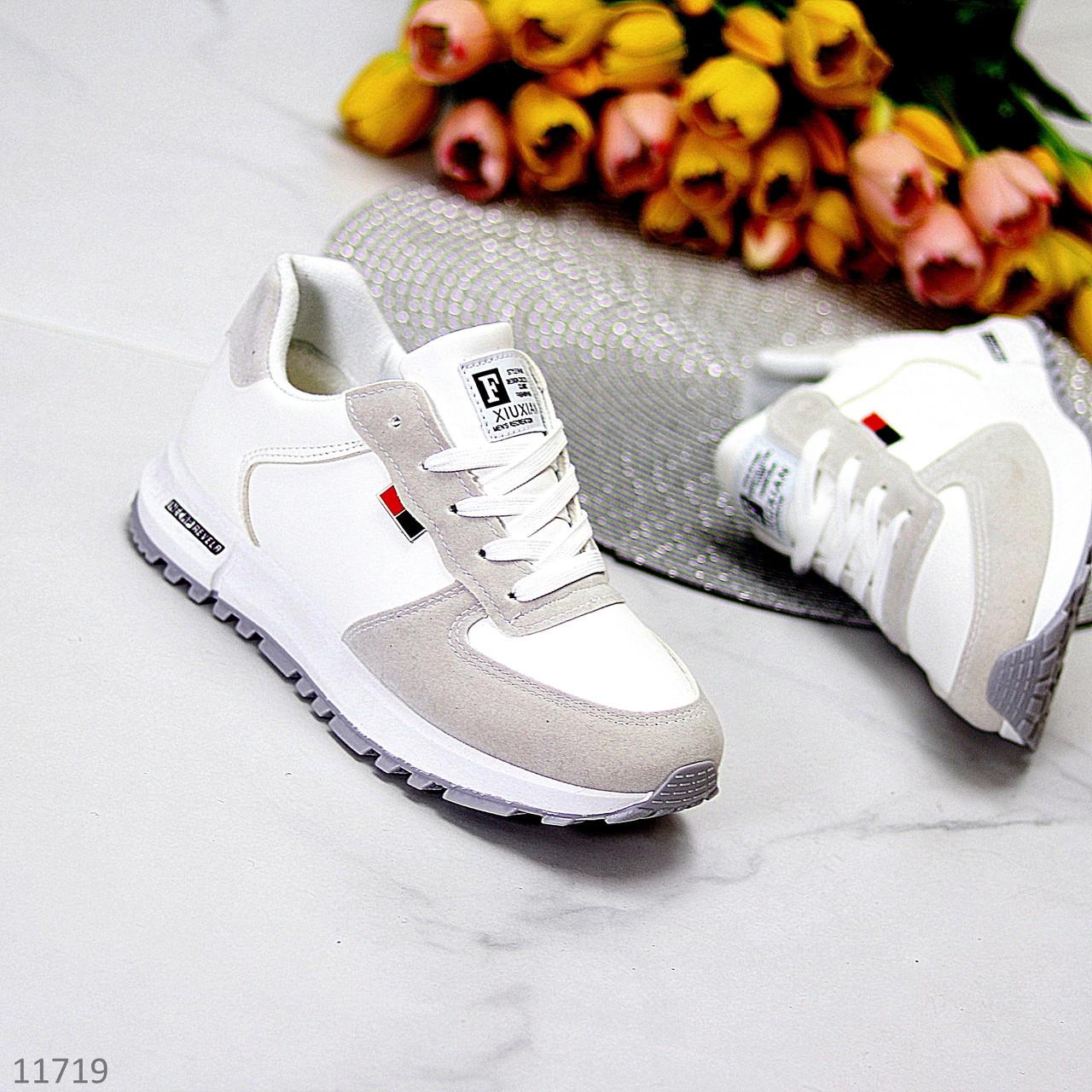 Белые замшевые повседневные зимние женские кроссовки на меху шнуровка