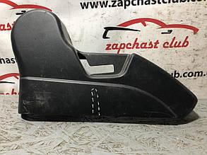 Пластик заднього сидіння ліва (уцінка) MN166792XA 9916179 Mitsubishi Grandis