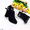 Елегантні чорні замшеві ботильйони жіночі черевики з декором на зручному каблуці 41-26см, фото 9