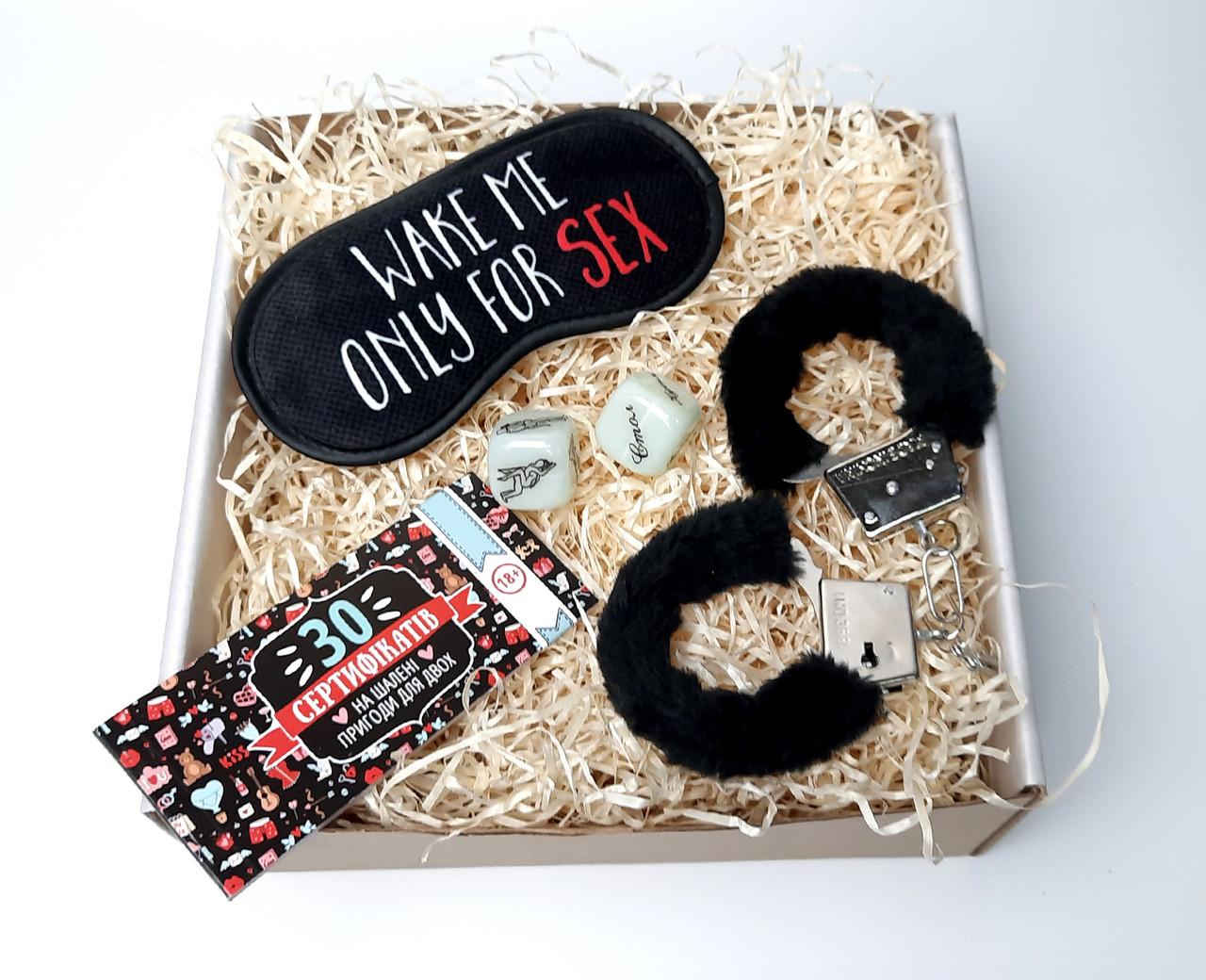"""Игра для взрослых """"30 эротических желаний"""": чековая книжка желаний, маска для сна, наручники, кубики"""