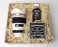 """Чоловічий подарунок """"Мій фотограф любить віскі"""": кружка-об'єктив, цукерки в банку, печиво з передбаченнями, фото 1"""