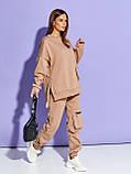 Бежевий жіночий теплий костюм на флісі з накладними кишенями, фото 2