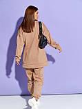 Бежевий жіночий теплий костюм на флісі з накладними кишенями, фото 3
