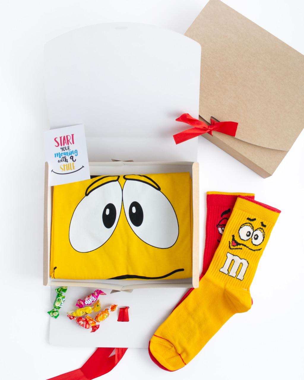 """Подарунковий жіночий набір. Футболка жовта з принтом """"M&M's"""", шкарпетки з принтом """"M&M's"""""""