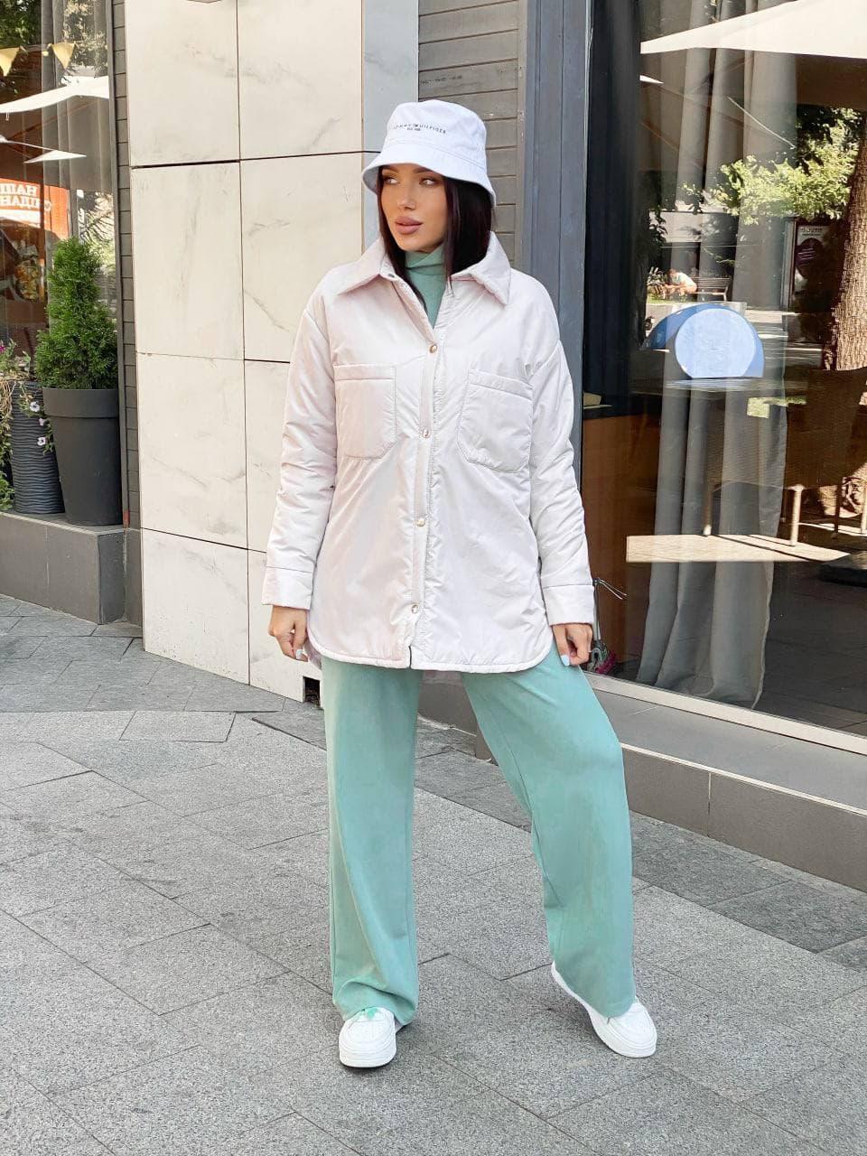 Легкая демисезонная куртка-рубашка оверсайз женская