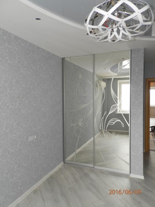 Двері розсувні дзеркало