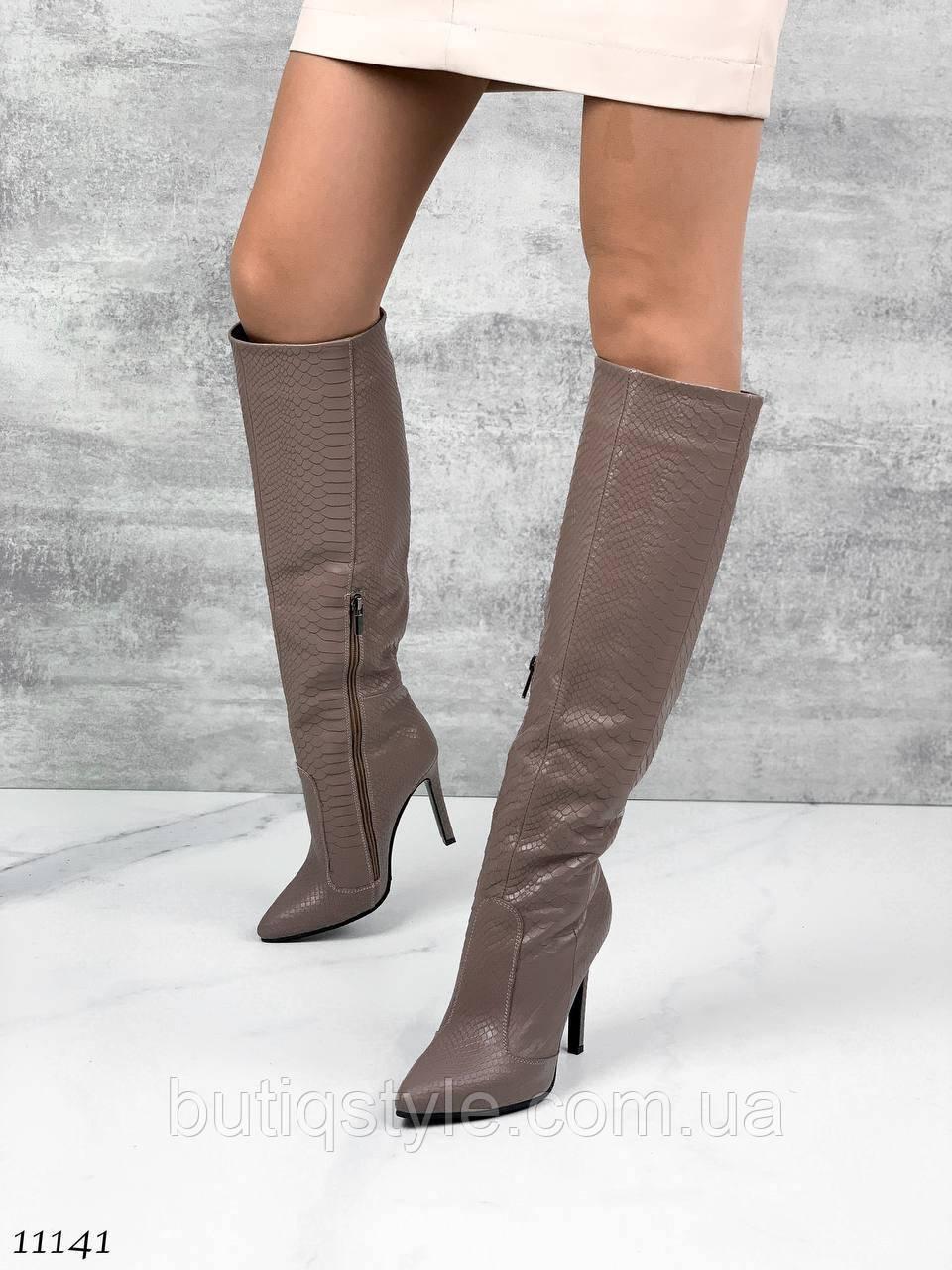 Жіночі чоботи капучіно натуральна шкіра рептилія Демі