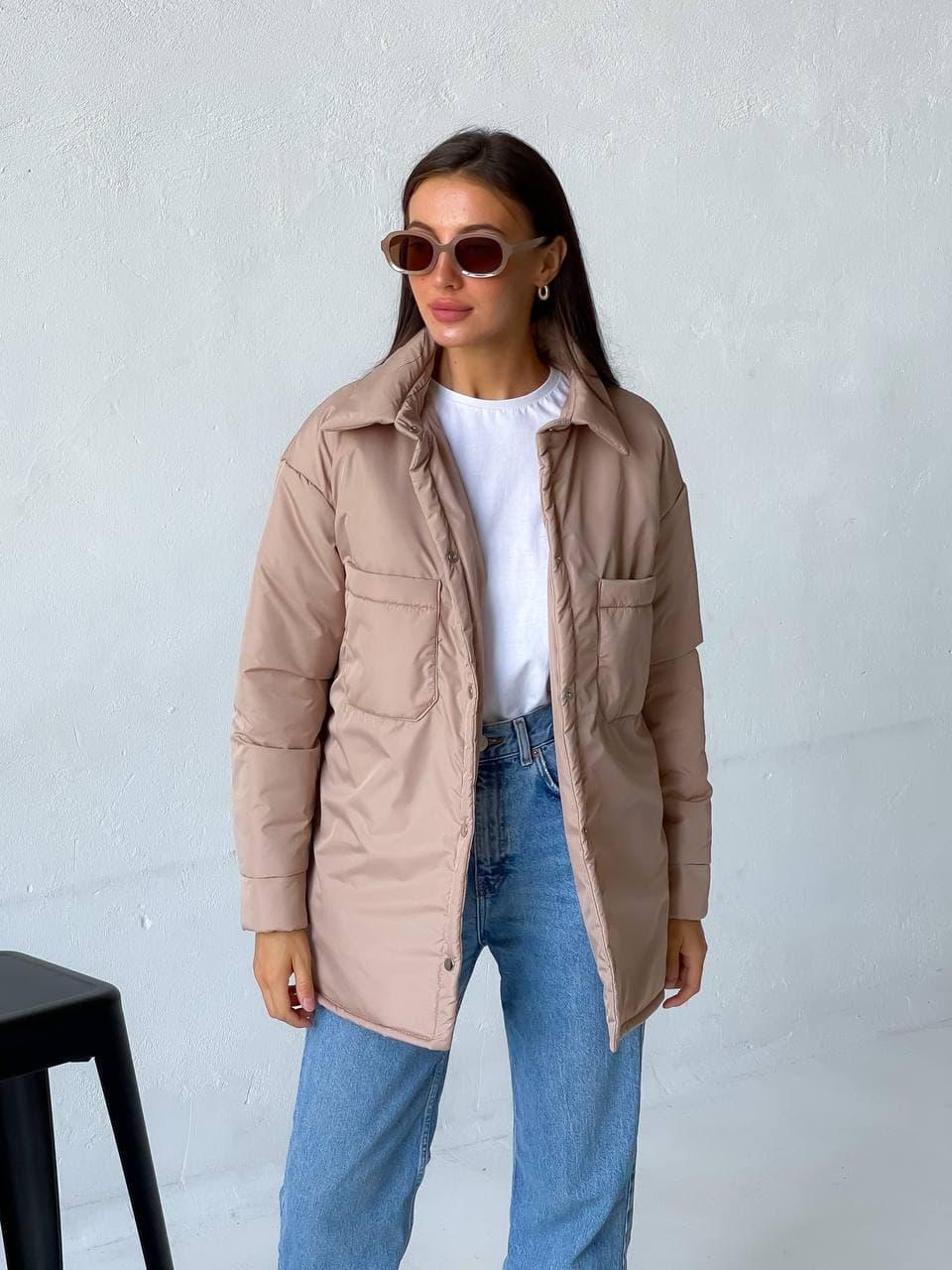 Женская демисезонная бежевая куртка-рубашка оверсайз