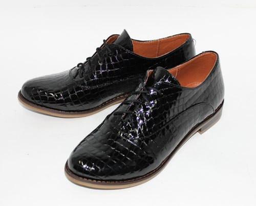Жіночі туфлі на низькому ходу з чорної шкіри крокодила лак