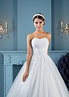 Элегантное лёгкое свадебное платье с утонченной спинкой
