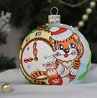 """Новогодний ёлочный шар из стекла 80 мм, символ года """"Тигренок с часами"""""""
