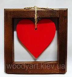 Сердце в рамке из дерева