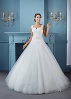 Свадебное платье с гофрированным удлинённым корсетом и спинкой-каплей
