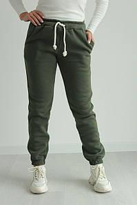 Тёплые женские спортивные штаны брюки на флисе стильные №333.11 цвет хаки