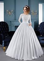 Изумительное свадебное платье с длинными ажурными рукавами и юбкой с элегантными складками