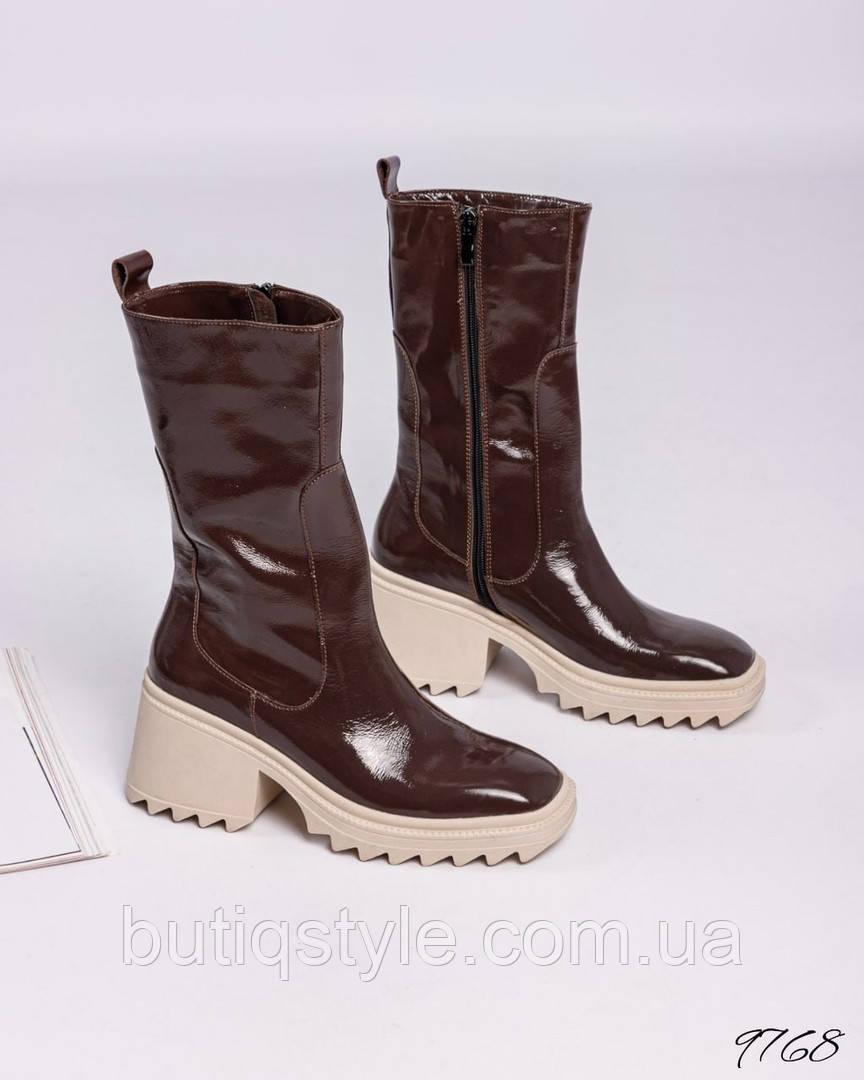 Жіночі шоколадні чоботи натуральна лакова шкіра Демі