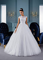 Кроткое свадебное платье с удивительной юбкой и изысканной спинкой