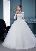 Поразительное свадебное платье с открытым верхом  и  болеро, а также красивой пышной юбкой