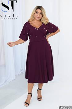 Нарядное женское платье с глубоким декольте и жемчугом с 52 по 56 размер