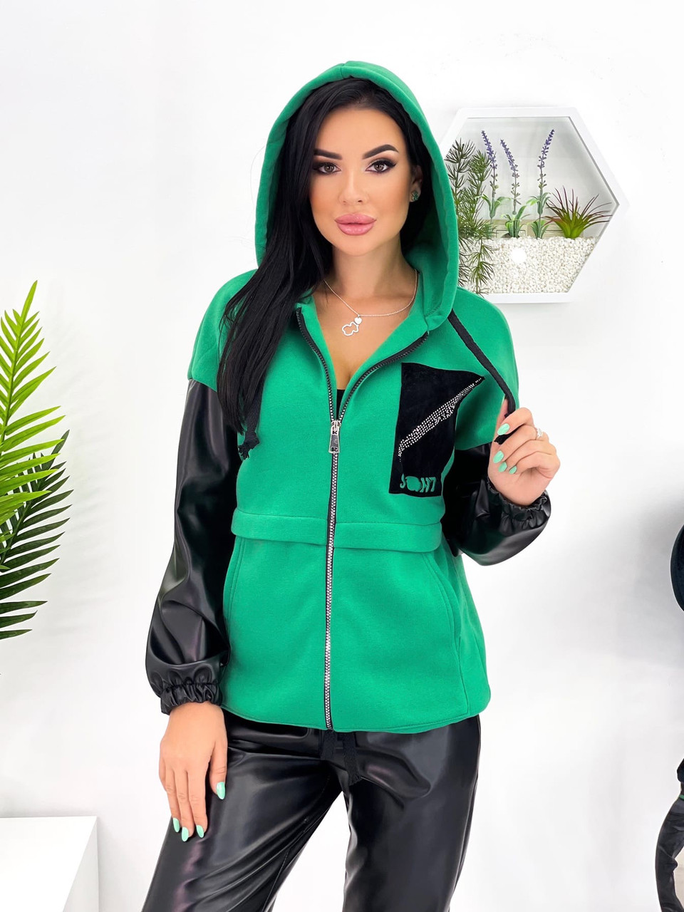 Жіночий костюм, шкіра на флісі, трехнить на флісі, р-р 42-44; 46-48; 50-52 (зелений)
