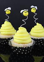 Украшаем кексы пчелами