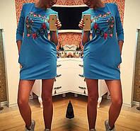 Трикотажное платье с карманами ,на груди аппликация