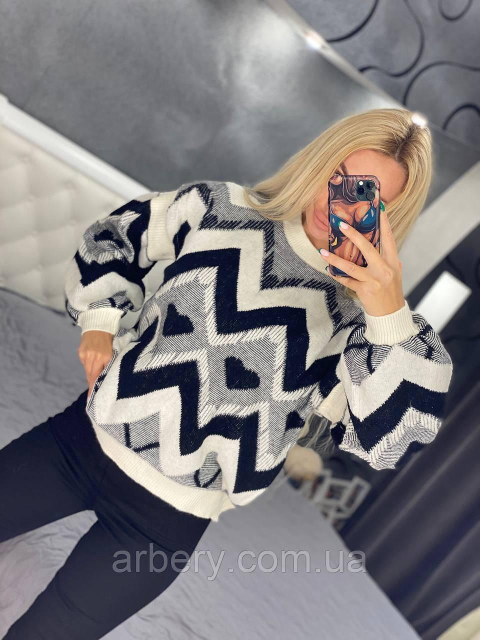 Жіночий теплий в'язаний светр з принтом