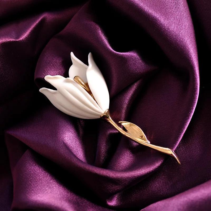 Лаконичная брошь Тюльпан белый