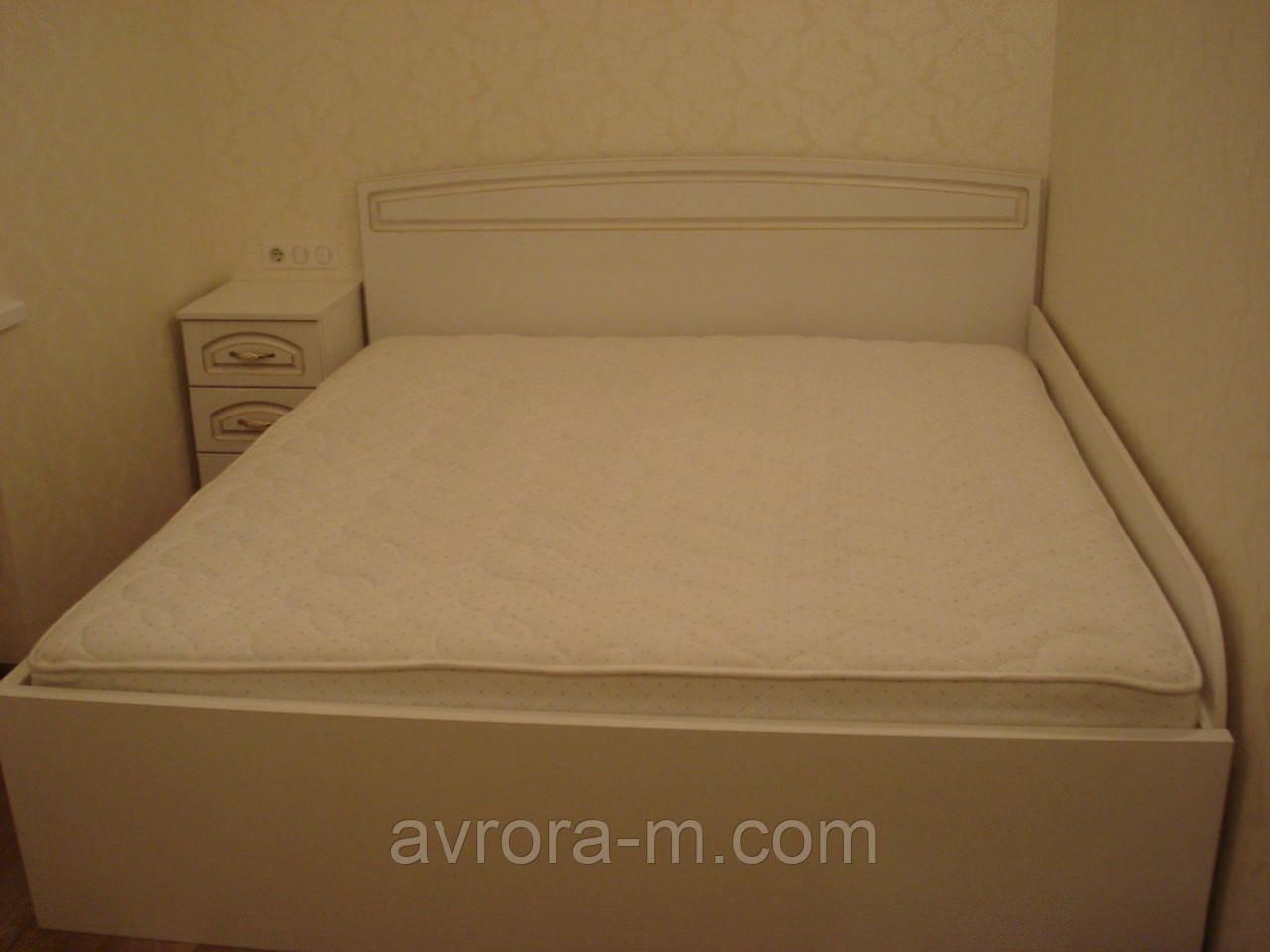 Мебель для спальни: кровать, тумба, комод