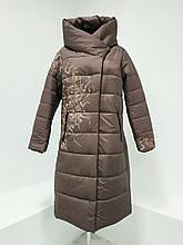 """Зимнее женское длинное пальто с принтом """"Каронс"""", бежевое"""