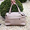 Стильная бежевая удобная дорожная сумка Дафл через плечо с короткими ручками, фото 9
