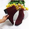 Лаконичные бордовые замшевые женские ботинки ботильоны на низком фигурном каблуке, фото 10