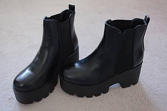 Женские ботинки челси черные на высокой платформе трактор с резинками по бокам утепленные 36-41