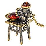 Бронзовая фигурка с янтарем Мясорубка, фото 2