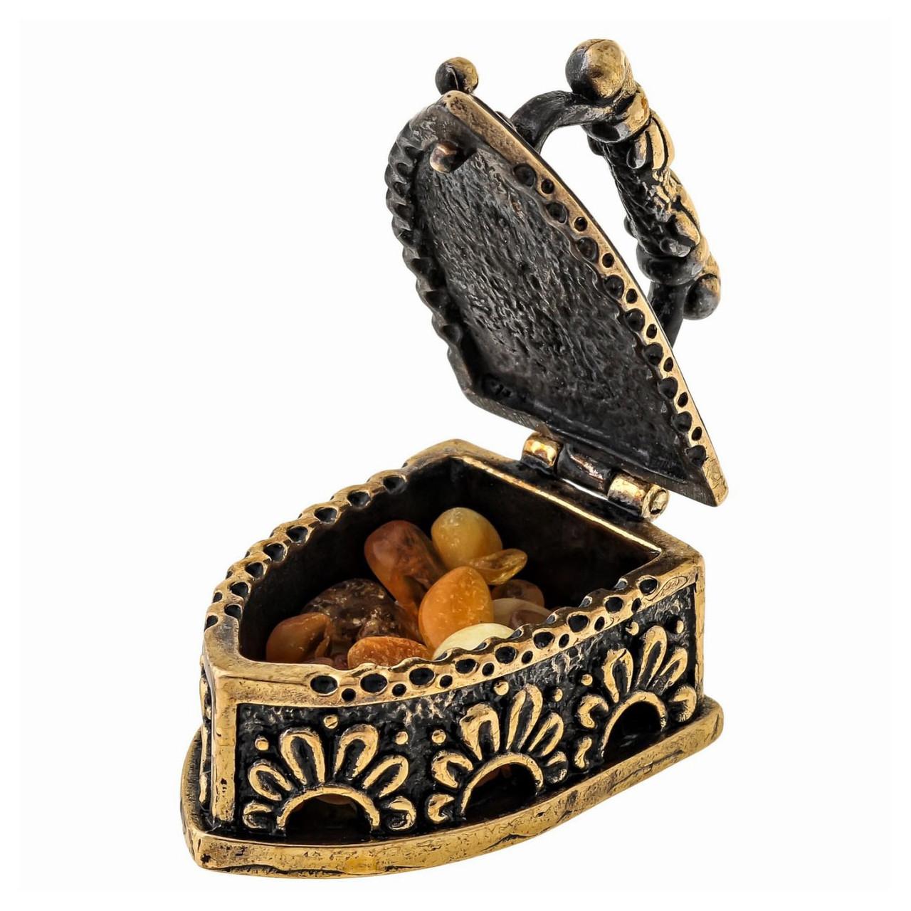 Фигурка с янтарем бронзовая Утюг с галечкой