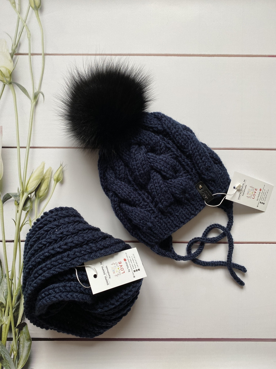 Дитячий набір шапка на зав'язках з натуральним бубоном і снуд для хлопчика і дівчинки ручної роботи.