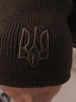 Шапка вязаная с гербом Украины. Цвет олива. Качественная шапка с утепленной подкладкой флис.